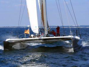 Embarquez à bord du maxi catamaran Explorer